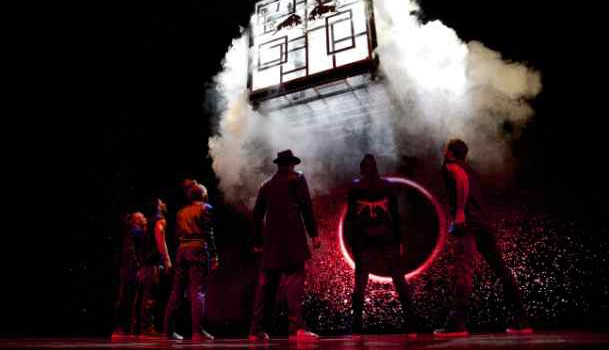 rp_red-bull-flying-illusion-weltpremiere_flying-heroes-vs-dark-illusionsc-richard-walch_red-bull-content-pool-609×350.jpg