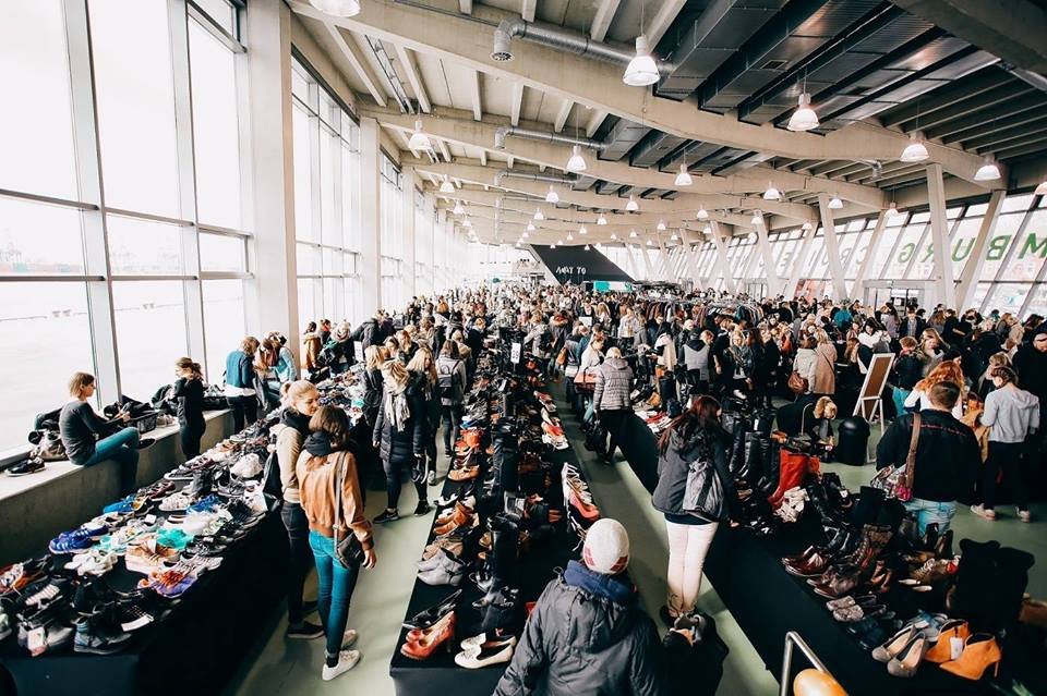 5f08ea238c6b1b In einer angenehmen Atmosphäre stellen auch die Kooperationspartner ihre  Lifestyle- und Kosmetikprodukte vor. Außerdem werden vor jedem Fashion Flash  über ...
