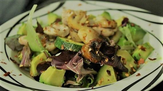 Gesundes Essen mit einem leckeren Salat