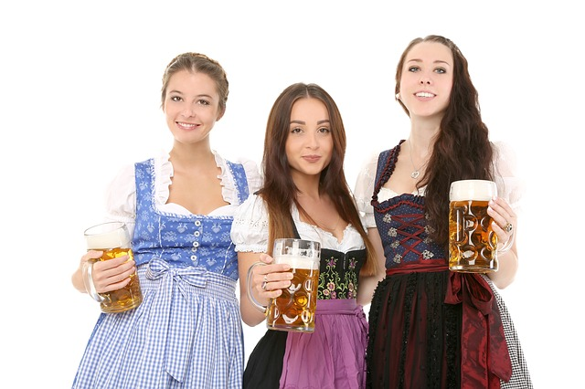 Les jolies filles dans Dirndl